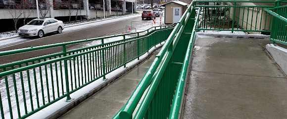 Wire Mesh Infill Panels | Architectural Handrail by Hollaender